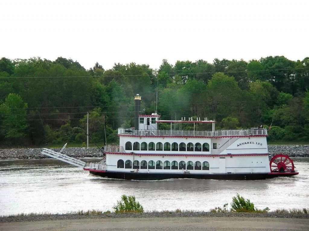 The Annabel Lee old style riverboat