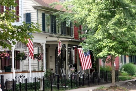 House with US and Maryland flags